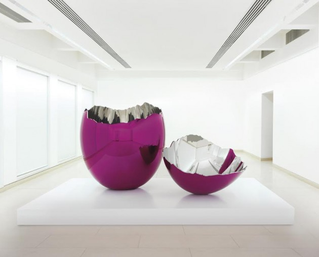 JEFF KOONS (B. 1955) Cracked Egg (Magenta), Executed in 1994-2006 mirror-polished stainless steel with transparent colour coating 198.1 x 157.5 x 157.5cm and 45.7 x 121.9 x 121.9cm Estimate: £10 million to £15 million