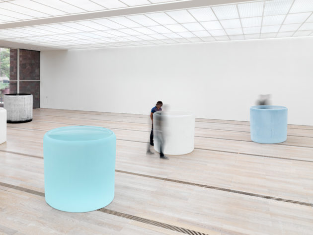 Roni Horn Water Double, v.1, 2013–15 Solid cast glass with as-cast surfaces, Courtesy the artist and Hauser & Wirth Photo: Stefan Altenburger